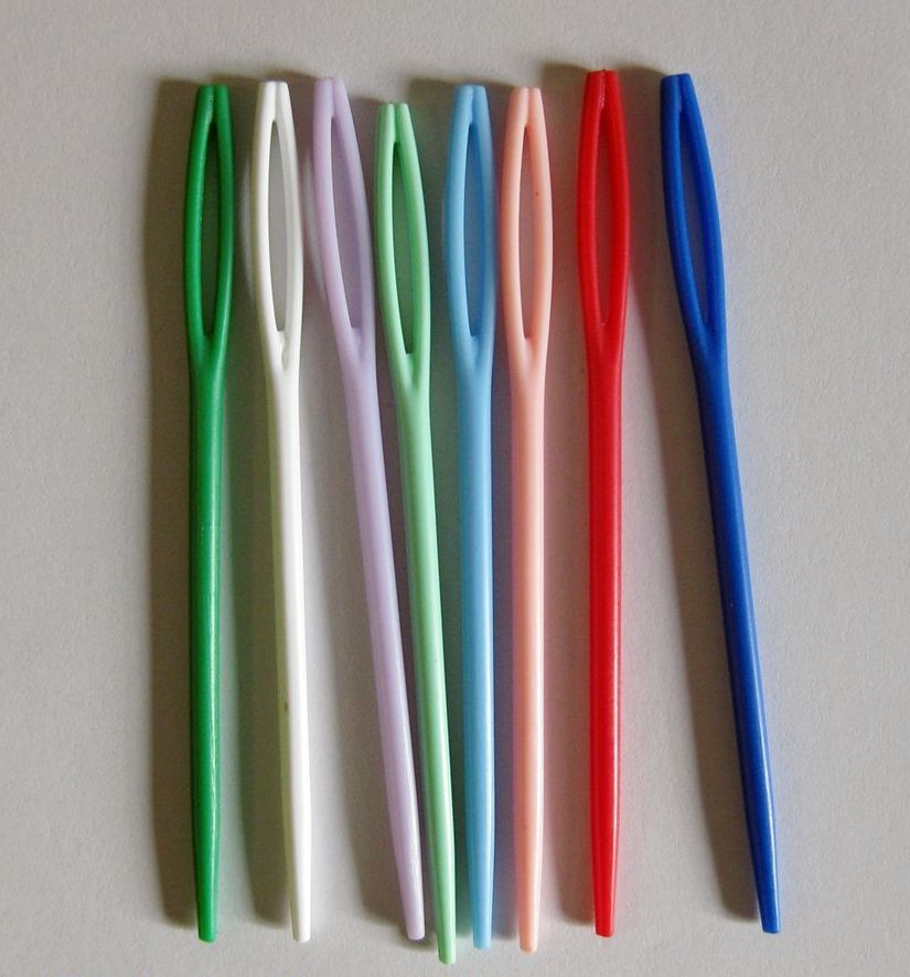Plastic Sewing Needles 7cm (12)